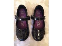 Girls Clarkes Black Patent School Shoes Size 9 1/2 F