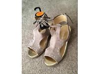 Sandal shoes new