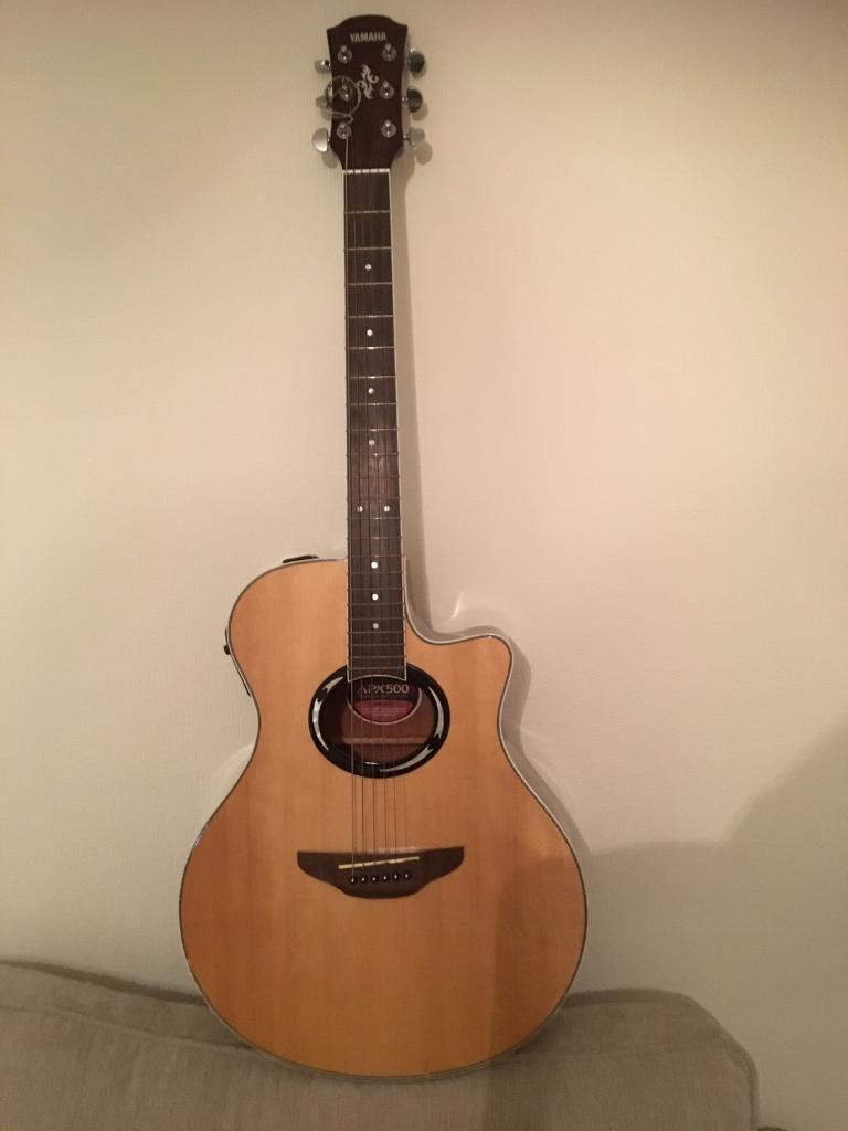 Yamaha APX500 NT electro-acoustic guitar