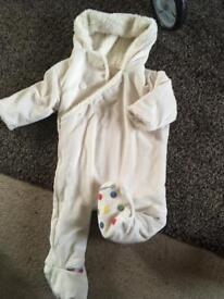Baby snow suit 6-9m koo-di