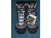 Salomon Walking Boot. Size 7UK Quest 4D GTX W