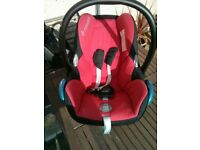 MAXI COSI CAR SEAT AND EASYBASE2