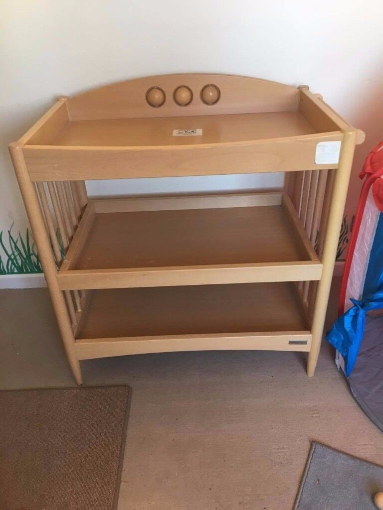 WOODEN CHANGING TABLE WITH SHELVES / MUSSELBURGH /