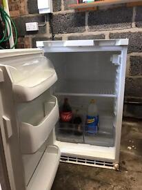 Integrated fridge. Integral fridge