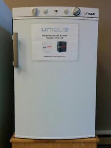 Réfrigérateur Unique 3,4' cu. au gaz propane, 12V et 110V, NEUF