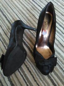 Black heels for sale size 8/42