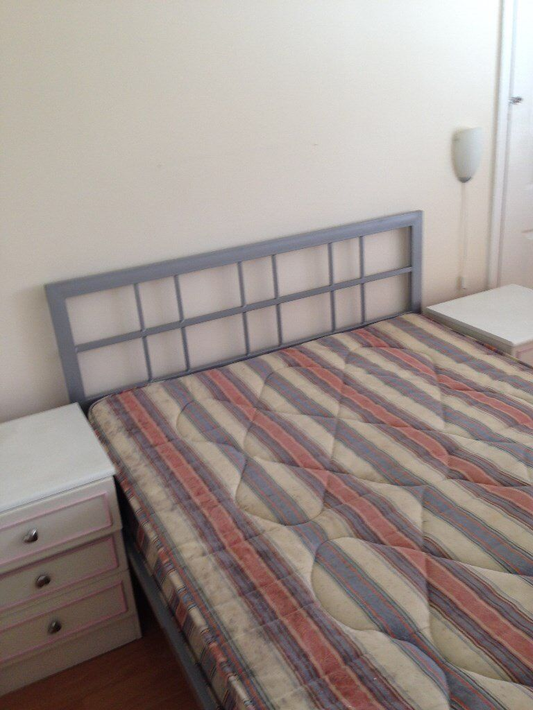 Neasden, Large double rooms for working professionals