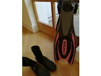 Cressi adjustable diving fins and typhoon booties SMALL