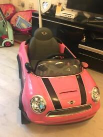 Child ride on Mini Cooper with parent handle