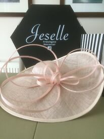 Hat in pale pink