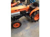 KUBOTA B7000 tractor 4 wd