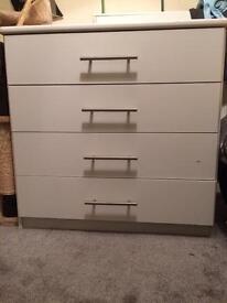 White set of 4 drawers