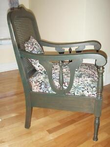 Gorgeous antique wood and upholstered chair Gatineau Ottawa / Gatineau Area image 1