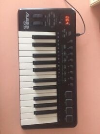 Alesis QX25 Midi Keyboard + cable — Fully working, mint condition