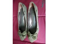 Green suede shoes size 4