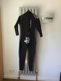 Full wetsuit size 16 women's ladies. New Unused NWT