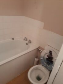 Large studio flat. F/F in sholing working persons only.