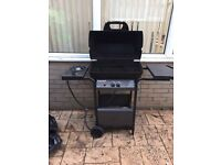 Semi pro gas BBQ with side ring and storage