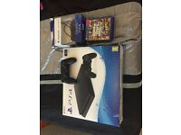 PS4 slim 1tb 4 games 2 controllers