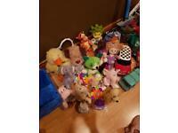 Joblot of toys and stuffed animals.