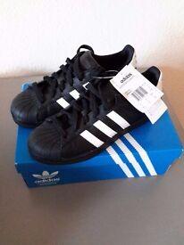 Adidas superstar foundation originals Size 4