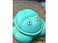 Kids frog sandpit - FREE!