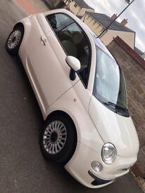 White Fiat 500 Lounge 2012