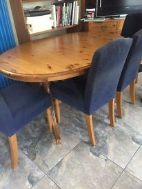 solid pine table and chairs.Solid pine table and 6 padded chairs. Centre opens out to extend .