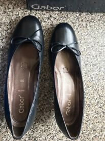 BNIB Gabor size 39 black low heel leather shoes
