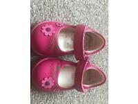 Clarks 4.5H girls shoes
