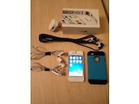 IPhone 4s White in great condition+unlocked to any network+earphones+charger+smart cover+long cable