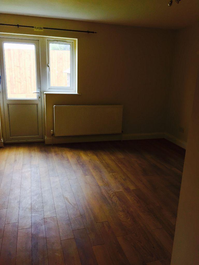 3 Bedroom House for Sale in Queensbury