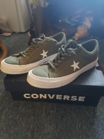 Green size 7.5 Converse - Brand new