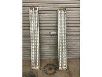 2x 5ft Twin fluorescent tube light units with chains