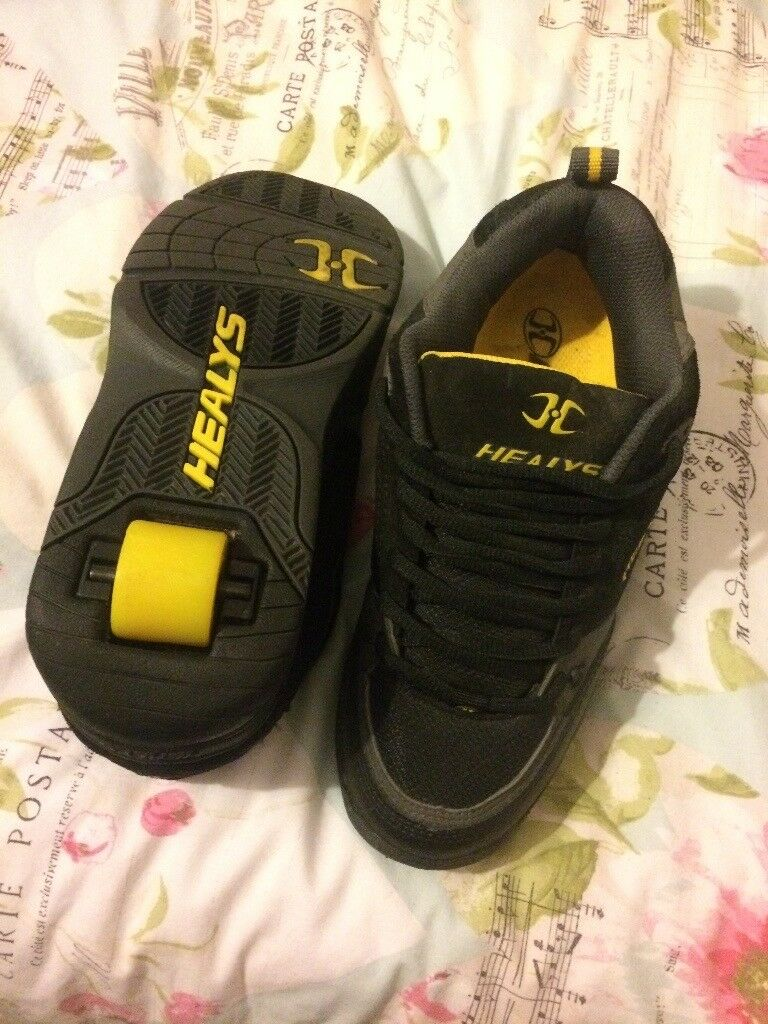 Women's Healy shoes, size 6. Only worn once.