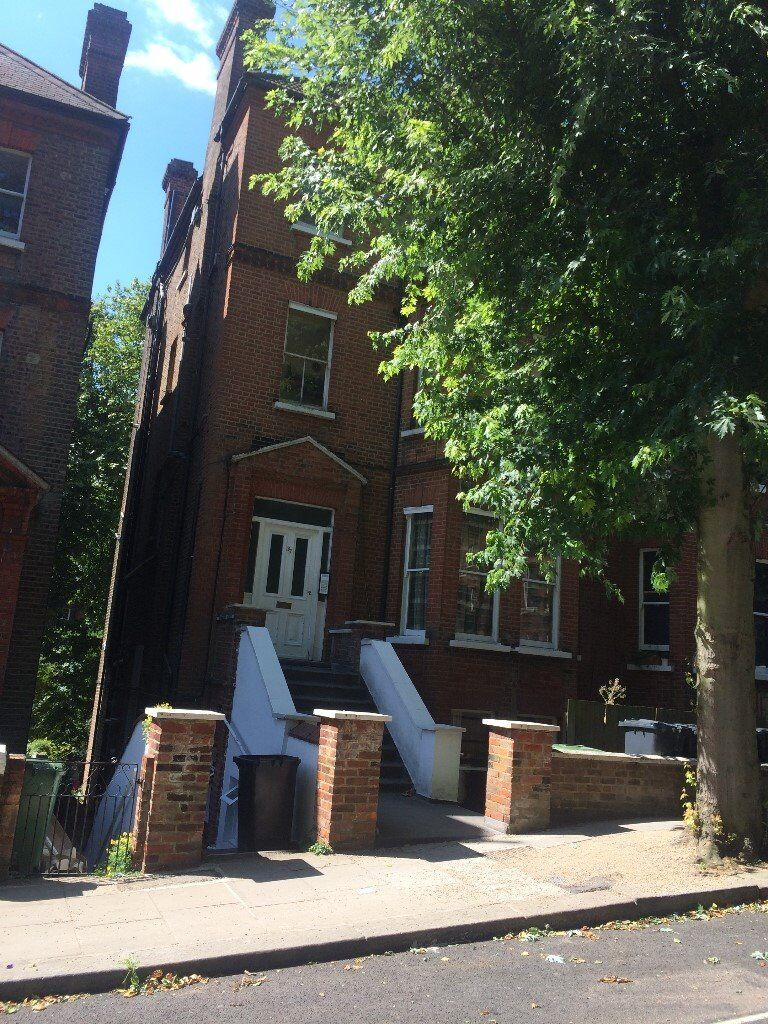 Hampstead NW3, Netherhall Gardens. Must See Spacious 2 Bed/2Bath Top Floor Flat