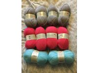 10 allsorted colours balls of wool