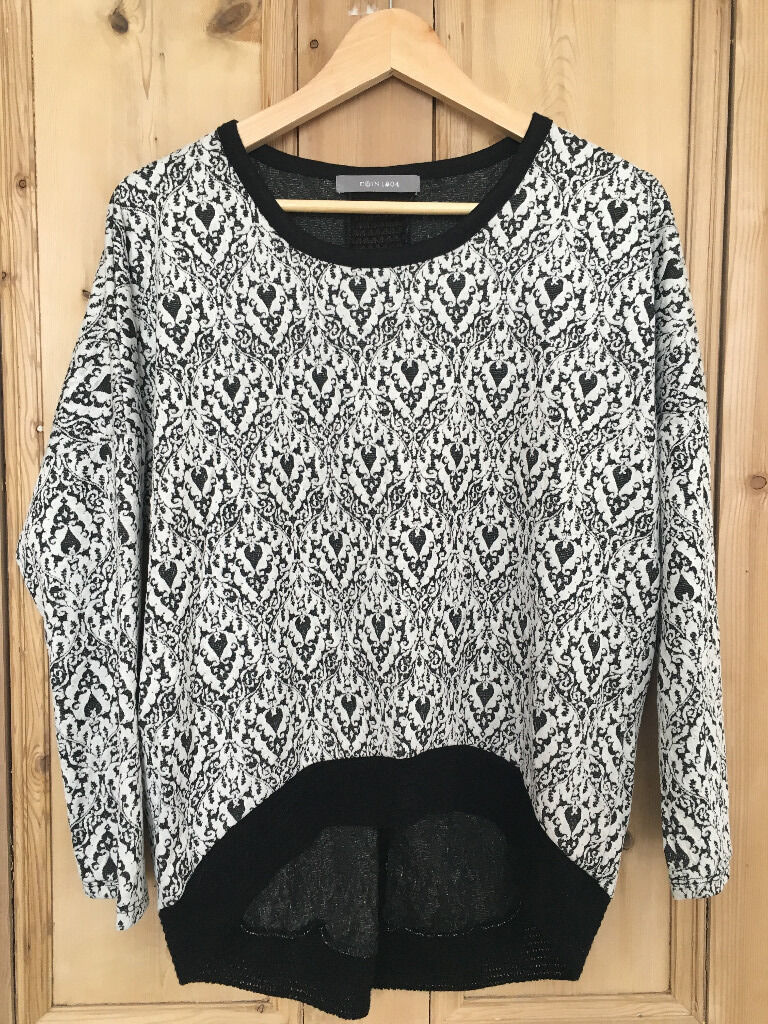 Sweatshirt size Lin Tamworth, StaffordshireGumtree - New, in perfect condition, never worn, black and white sweatshirt, bought in Tkmaxx, size L