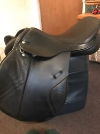 Jumping saddle 17.5 med