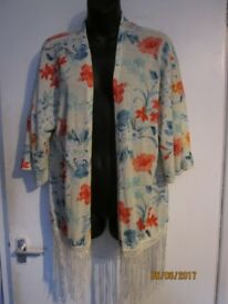 CREAM FLORAL PATTERNED KIMONO TYPE JACKET WITH FRINGE SIZE S ABOUT 12/14