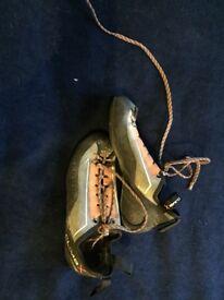 Children's climbing shoes