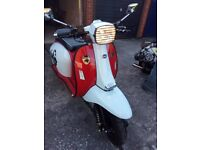 Stylish Scomadi 125 panther transfers design, has all the whistles and bells, Like new for summer
