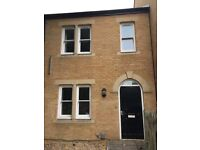 Room to let in Cowley, Oxford. 4 Bedroom House on three floors sharing with 3 girls