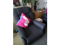 RECLINER/SWIVEL ARMCHAIR