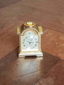 Collection of 6 miniature clocks