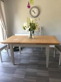 Nearly new oak extending table