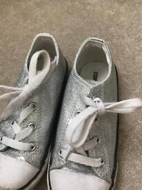 Girls low top silver glitter converse trainers uk 10