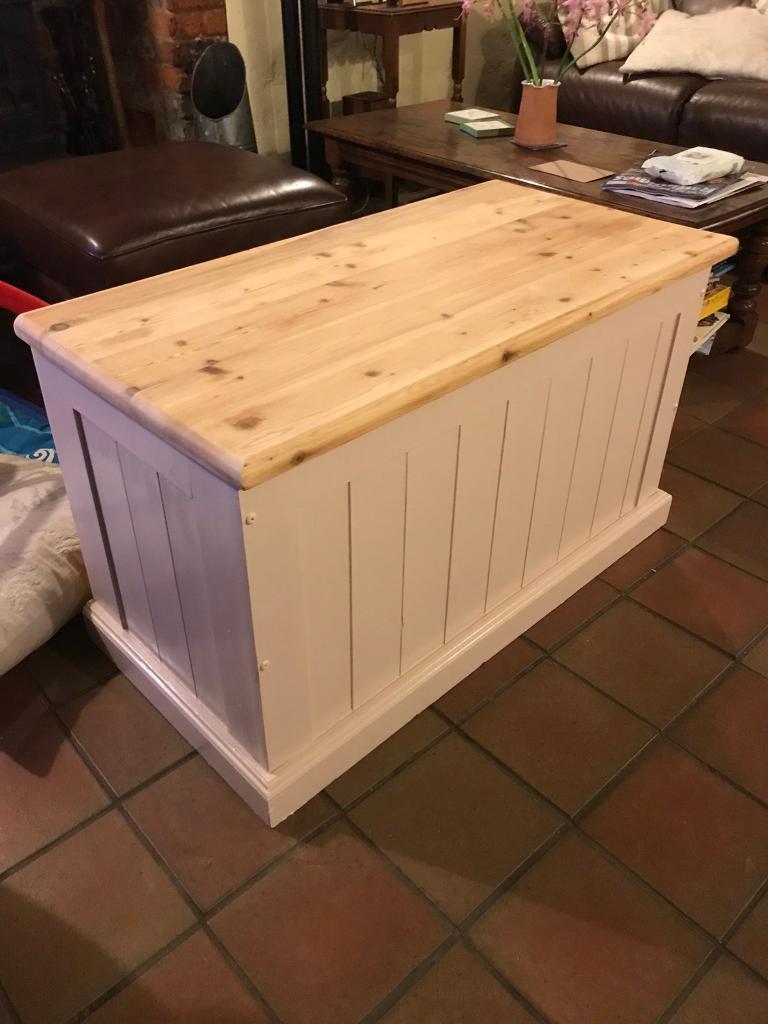 Toybox/blanket box