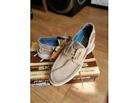 SKECHERS RELAXED FIT SIZE 10 UK