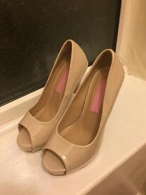 Size 4 nude peep toe shoes